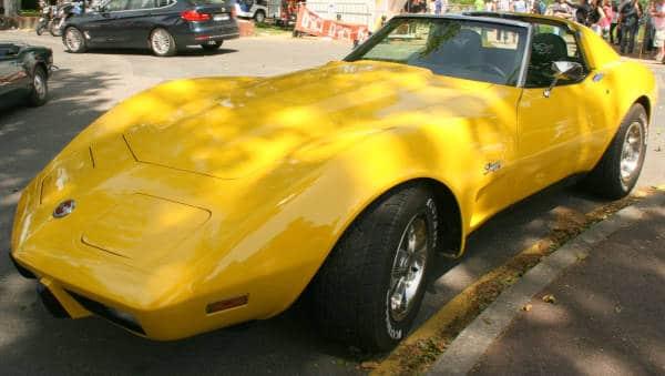 Photo de l'édition 2018 du bouchon de Lavaur : corvette jaune.